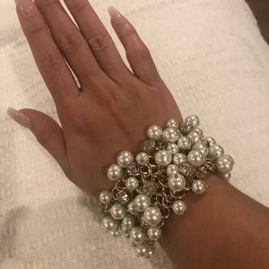 Beautiful pearl & diamond costume jewelry bracelet